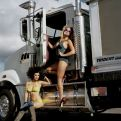 girls-on-truck